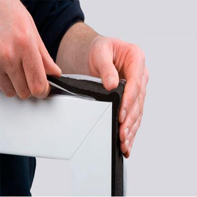 Descripción del producto ISO-BLOCO ONE es una cinta especial de sellado de juntas multifuncional con excelentes prestaciones. Con un valor a de 0,0 la cinta precomprimida es hermética en el interior al 100%con lo que contribuye a disminuir la pérdida de calor por convección. Ademas, posee un magnifico gradiente de difusión del vapor de dentro a fuera(50:1), lo que permite transmitir eficazmente la humedad hacia el exterior y facilitar así el secado rápido de la junta. Es la única cinta expansiva del mercado certificada como componente PASSIVHAUS.